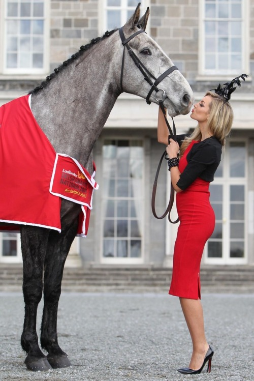 Most_stylish_lady_grand_national_rosanna_davison_max4