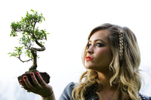 Mtvs_laura_whitemore_hello_trees_mx9