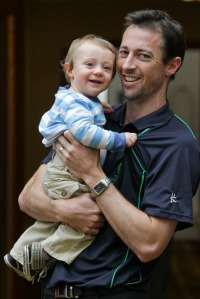 Irish_cricket_team_arrives_home_mx2