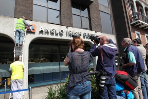 Anglo_sign_removed_in_dublin_max10