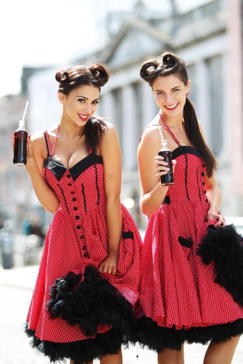 Coca_cola_125th_anniv_models_max1