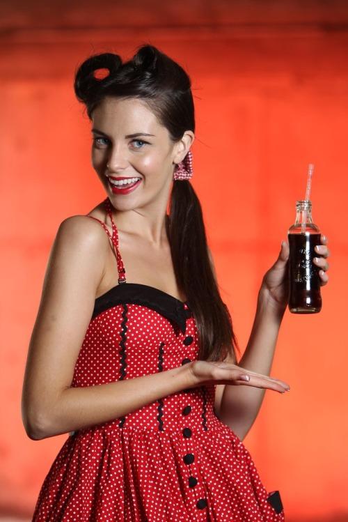 Coca_cola_125th_anniv_models_max4