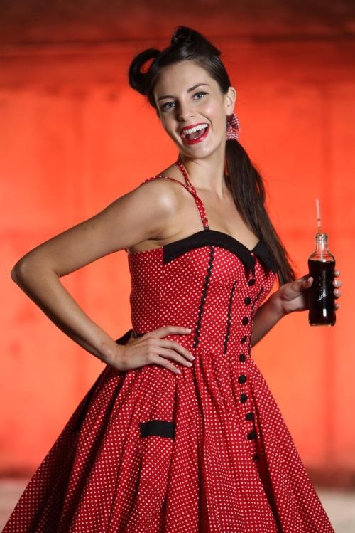 Coca_cola_125th_anniv_models_max7