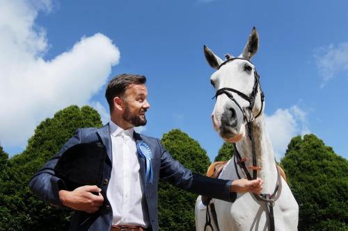 Ladies_day_judges_dublin_horse_show_mx09