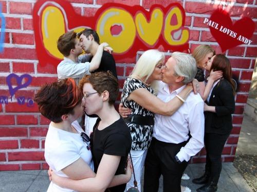 Stigma_around_public_displays_of_affection_mx3