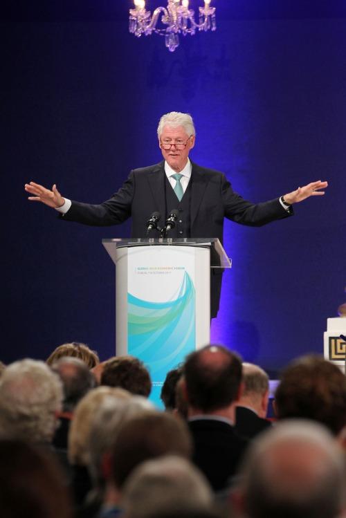 Clinton_global_irl_ecomonic_forum_mx1