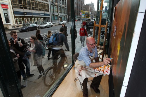 Artist_paints_in_famous_dublin_window_mx_-1