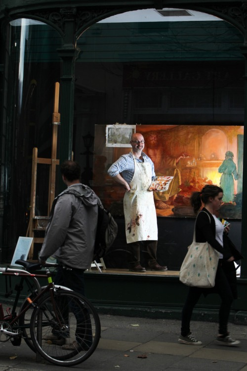 Artist_paints_in_famous_dublin_window_mx_-10