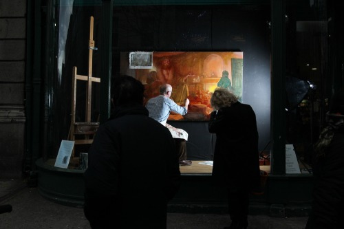 Artist_paints_in_famous_dublin_window_mx_-11