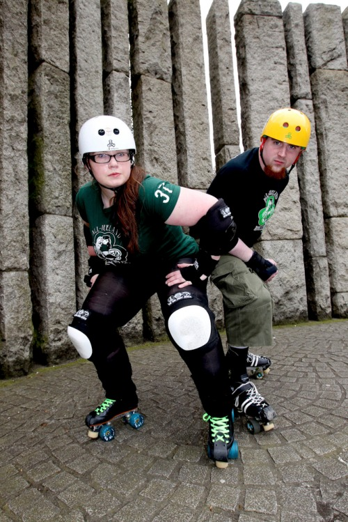 Roller_derby_couple_feature_mx-6