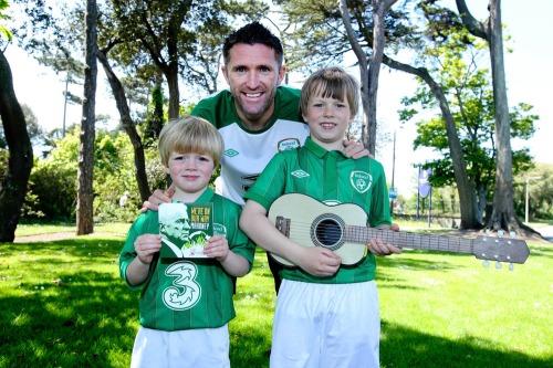 Keane_rob_irish_soccer_song_lc_mx-5