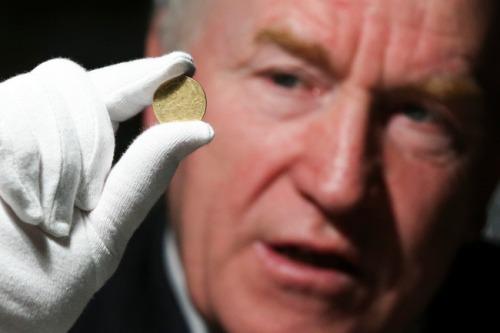 Gold_coins_at_nat_museum_min_deenihan_mx-10